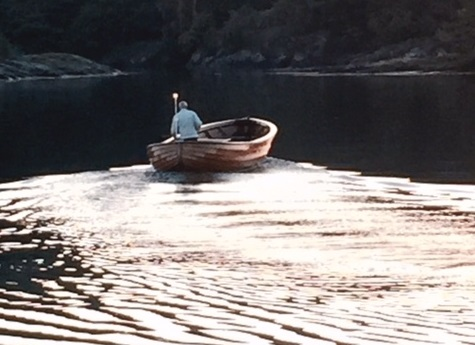 photo-to-totto-in-his-boat-cropped